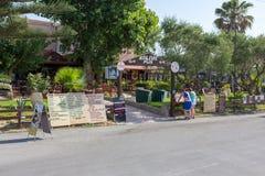 PLANOS希腊2017年6月29日 扎金索斯州的,希腊传统希腊小酒馆Kaliva客栈 免版税库存图片