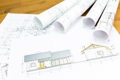 Planos arquitetónicos da construção com rolos foto de stock