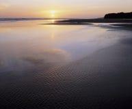 Planos de marea y océano en la puesta del sol Fotografía de archivo libre de regalías