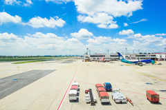 Planos em Don Muang Airport o 25 de outubro de 2015 em Banguecoque, abóbada Foto de Stock