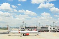 Planos em Don Muang Airport o 25 de outubro de 2015 em Banguecoque, abóbada Fotos de Stock