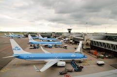 Planos en aeropuerto Foto de archivo libre de regalías