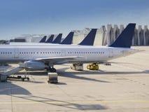 Planos en el aeropuerto fotografía de archivo libre de regalías