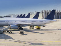 Planos no aeroporto Fotografia de Stock Royalty Free