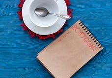 Planos pelo ano novo na opinião superior do fundo de madeira Fotografia de Stock Royalty Free