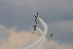 Planos YAK-52 acrobáticos na POLARIZAÇÃO 2015 Foto de Stock