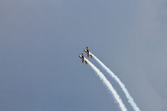 Planos YAK-52 acrobáticos na POLARIZAÇÃO 2015 Imagens de Stock Royalty Free