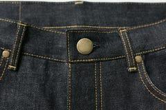 Plans rapprochés de jeans de denim de lisière Image libre de droits