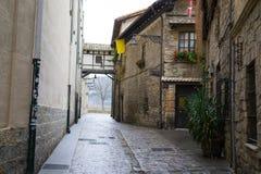 Planskild korsning i Pamplona den gamla staden Arkivbilder