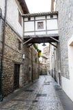 Planskild korsning i Pamplona den gamla staden Arkivbild