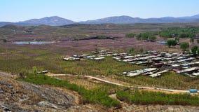 A plantação em uma vila, na área montanhosa de China do norte fotos de stock royalty free
