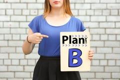 Planta B conception uma menina em próximo azul imagens de stock royalty free