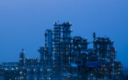 Planta da indústria petroquímica da refinaria de petróleo Imagens de Stock Royalty Free