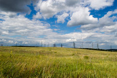 Planta da paisagem do céu da sementeira da estrada do trigo do campo da agricultura Fotos de Stock Royalty Free