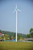 Planta da turbina eólica ou do moinho de vento em Phetchaburi Tailândia imagens de stock royalty free
