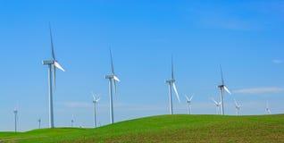 Gerador de poder do moinho de vento. imagens de stock royalty free