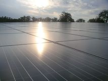Planta de energias solares e o céu Imagens de Stock Royalty Free