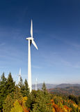 Planta de la energía eólica en bosque negro Fotos de archivo libres de regalías