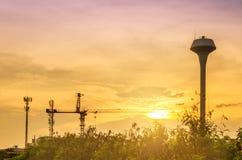 Planta de la industria con puesta del sol Fotos de archivo