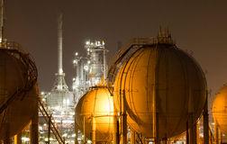planta de la Petróleo-refinería imagen de archivo libre de regalías