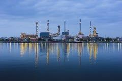 Planta de la refinería de petróleo imagenes de archivo