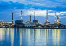 Planta de la refinería de petróleo imagen de archivo libre de regalías