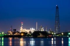 Planta de la refinería de petróleo Foto de archivo libre de regalías