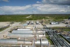 Planta de la refinería de petróleo Fotos de archivo libres de regalías