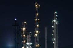 Planta de refinaria no crepúsculo Fotografia de Stock