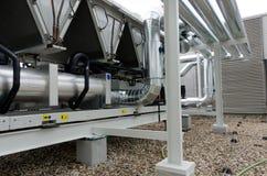 Planta de refrigeração ar do refrigerador de água com tubagem Foto de Stock Royalty Free