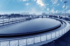 Planta de tratamento de águas residuais urbana foto de stock royalty free