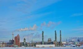Planta de tratamiento del petróleo Imágenes de archivo libres de regalías