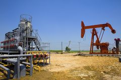 Planta de tratamiento del petróleo y gas Imágenes de archivo libres de regalías