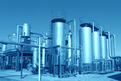 Planta de tratamiento del petróleo y gas imagen de archivo libre de regalías