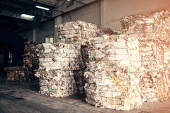 Planta de tratamiento inútil Proceso tecnológico Reciclaje y almacenamiento de la basura para la disposición adicional Negocio pa Fotos de archivo