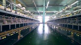 Planta de vestuário com carretéis e equipamento especial filme