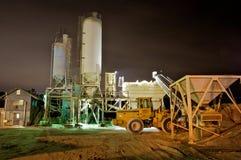 Planta del cemento en la noche Fotografía de archivo libre de regalías