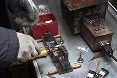 A planta do artesão produz componentes para as máquinas Imagens de Stock