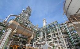 Planta do petróleo no tempo do dia Fotos de Stock Royalty Free