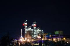 Planta eléctrica en la noche Imagen de archivo libre de regalías