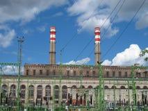 Planta elétrica da subestação com o céu das nuvens em Riga Letónia 2014 Imagem de Stock Royalty Free