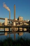 Planta encendida carbón de la potencia Foto de archivo libre de regalías