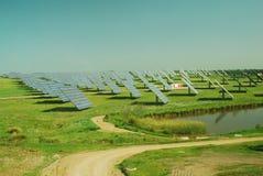 Planta fotovoltaica Fotos de archivo libres de regalías