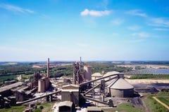 Planta grande del cemento La producción de cemento en una escala industrial en la fábrica imagen de archivo