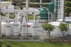 Planta industrial, cidade diminuta Fotografia de Stock Royalty Free