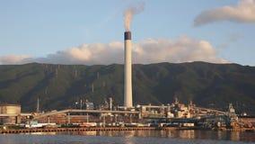 Planta industrial com pilha de fumo video estoque