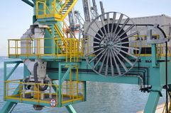 Planta industrial en superficie del mar Fotografía de archivo libre de regalías