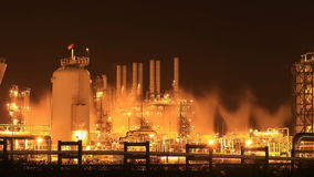 Planta industrial na noite, Tailândia da refinaria de petróleo vídeos de arquivo