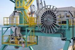 Planta industrial na superfície do mar fotografia de stock royalty free