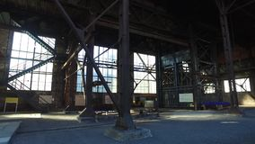 Planta metalúrgica abandonada velha vídeos de arquivo